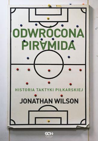Okładka książki Odwrócona piramida. Historia taktyki piłkarskiej